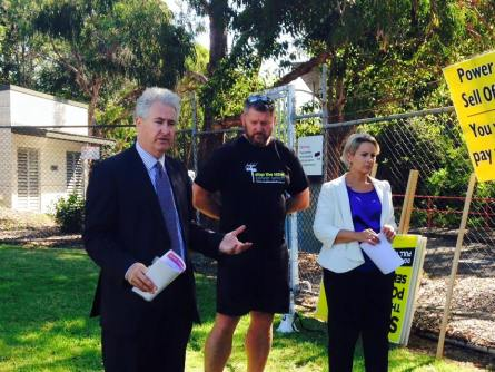Addressing the power sell-off rally in Oatley with Labor's O'Bray Smith.