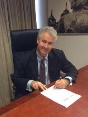 """Signing the St James Ethics Centre/Sydney Morning Herald """"Politician's Pledge"""", committing to upholding high standards of integrity and probity in public life if re-elected to the NSW Legislative Council on 28 March."""