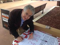 At Springwood Town Centre, joining concerned members of the community in the federal electorates of Macquarie and Lindsay in signing a letter in support of protecting penalty rates.