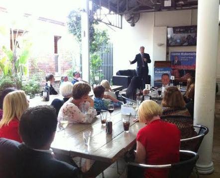 Speaking with community members in Kiama with Labor's Glenn Kolomeitz.