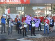 In Lismore, launching a petition against the NSW Liberals and Nationals' plan to cut the wages of over 400,000 workers in our health, education, police and other public services.